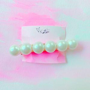 Medium Pearl and Gold Barrette